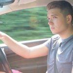 Jauni vairuotojai spokso į praeives, nesegi saugos diržų, viršija greitį, rašo žinutes